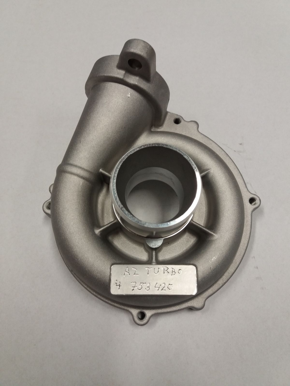 Sací komora turbodmychadla Peugeot 207 1,6HDi, 80kW, rv. 04-, Motor: DV6TED4 GARRETT